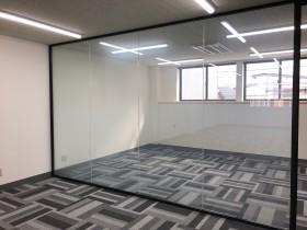 液晶ブラインドフィルムKasmyを透明にしてオフィスを広く見せる効果