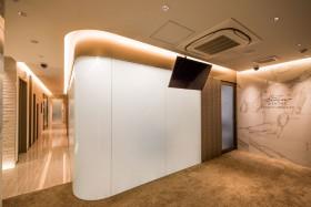 歯科処置室に調光フィルムKasmy施工、カーブ面へもフィルムは施工可能です
